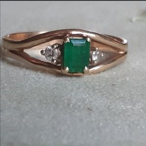 14K Beautiful Natural Columbian Emerald Ring